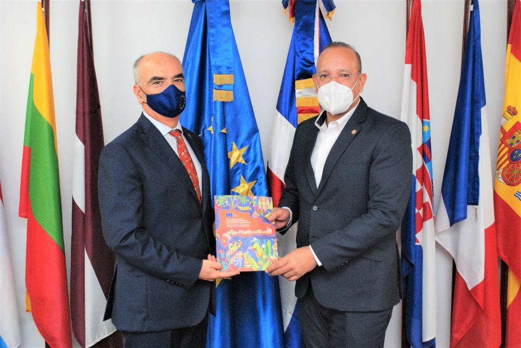 Embajador de la Unión Europea, Gianluca Grippa Y Director de PROINDUSTRIA Ulises Ródriguez