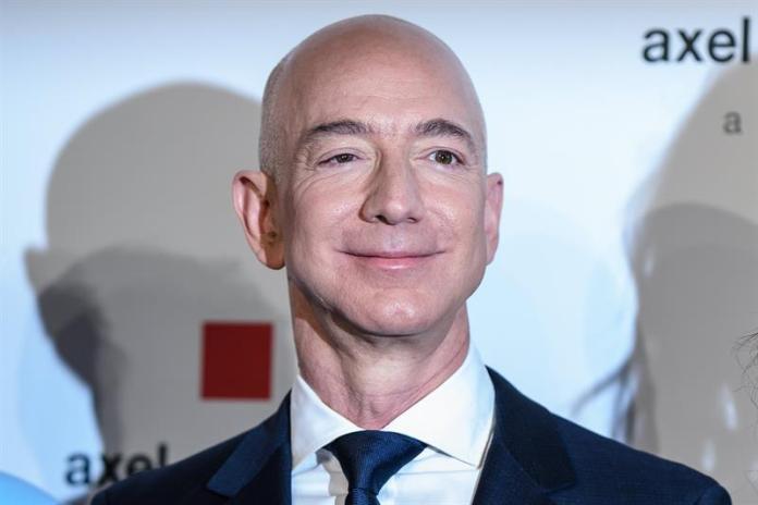 El fundador y director ejecutivo de Amazon, Jeff Bezos. EFE/Clemens Bilan/Archivo
