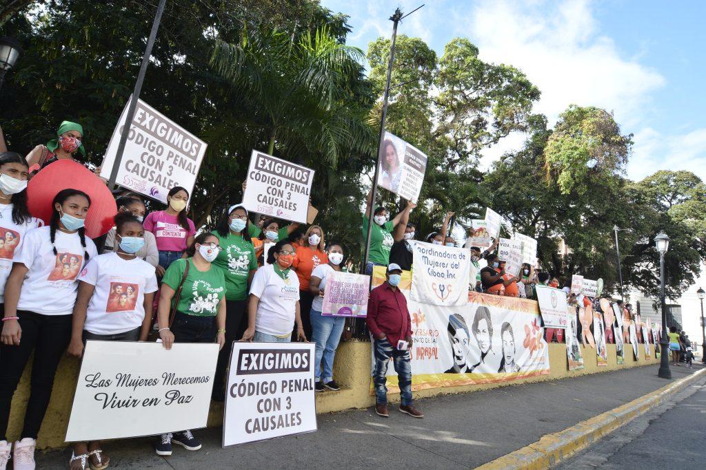 La movilización ocupó el Parque Duarte con una instalación fotográfica de luchadoras de la historia y el presente