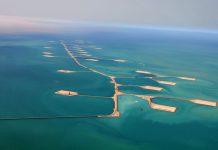 Despliegue de islas artificiales en un campo petrolífero marino de Aramco, la empresa que lidera la lista de los 100.SAUDI ARAMCO
